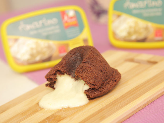 Lava cake with our creamy, light cheese: Amarino!